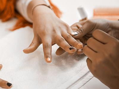 Child_manicure